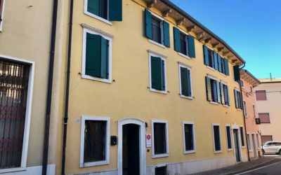 Castelnuovo del Garda, negozio piano terra